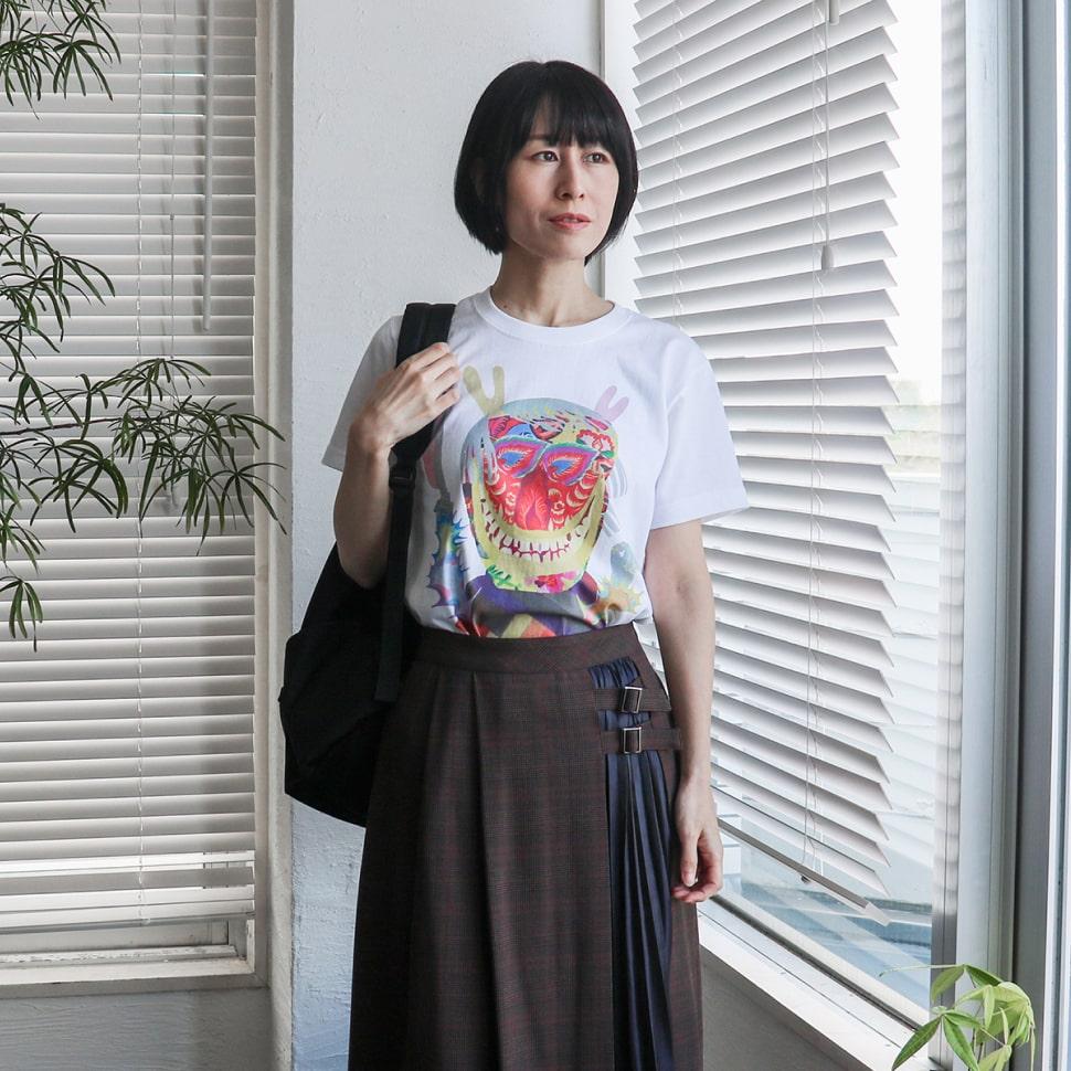秋田人形道祖神 ナマハゲTシャツ ホワイト Sサイズ スカートスタイルの着用写真